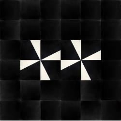 carreaux de ciment noir et blanc tapis hélice